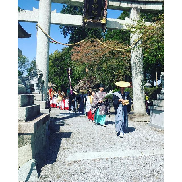 #春のお祭り昨日は春のお祭りでした。奇跡的なのか念力か、雨風激しい午前中からの晴天。暑いくらいの春の陽気となりました。#地元のお祭り#滋賀の春