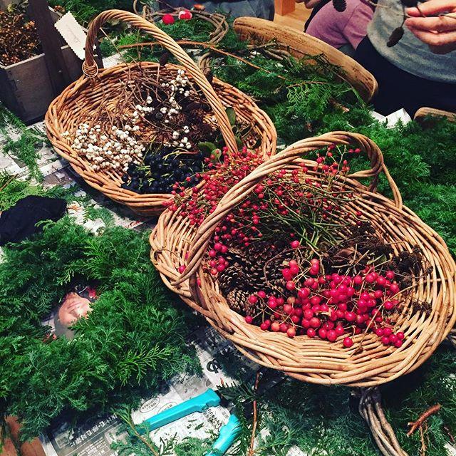 #秋の野山の実り#リース作り#ティーツリーガーデンさんでワークショップ に参加させて頂きました♡全てが天然素材の植物をふんだんに使って作る#クリスマスリース#クリスマスの準備#メデルガーデン #光葉園