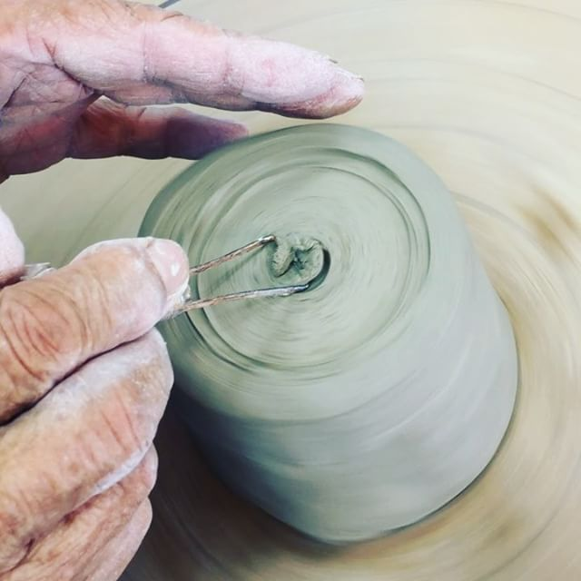 #陶芸昨日は滋賀の園芸福祉研究会でした。お久しぶりの陶芸教室は、久しぶり過ぎて、先生にほぼほぼお任せ状態なのでした。