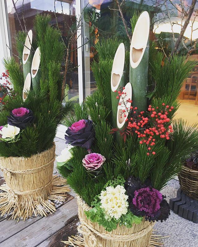 #門松本日飾りに寄せてもらいます。素敵な年越し、お正月が迎えられますように。。。 #ハボタン#ナンテン#マツ#ウメ#光葉園 #メデルガーデン#滋賀県#東近江市