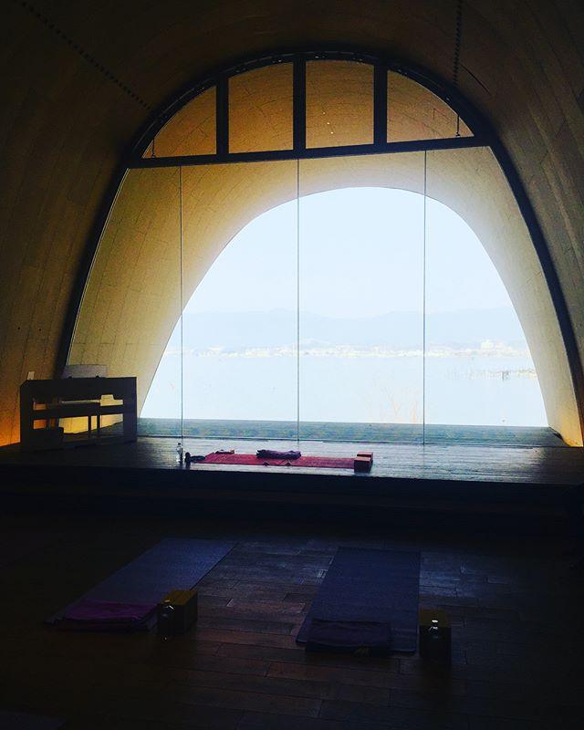 #朝ヨガ母なる琵琶湖を愛でながら、朝ヨガさせてもらいました。春はデトックスの季節。美味しいモーニングも♡#朝活#春の日差し#セトレ#マザーレイク#琵琶湖#幸せ時間#滋賀のステキ