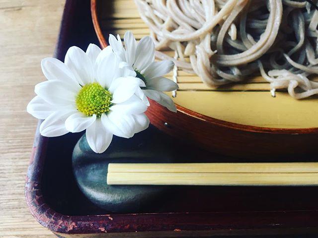 #花を感じる五個荘へ隠れ家的なお蕎麦屋さんへ。素敵な箸置きに、嬉しくなりました♡#嬉しくなること#花のある暮らし#暮らしの素敵