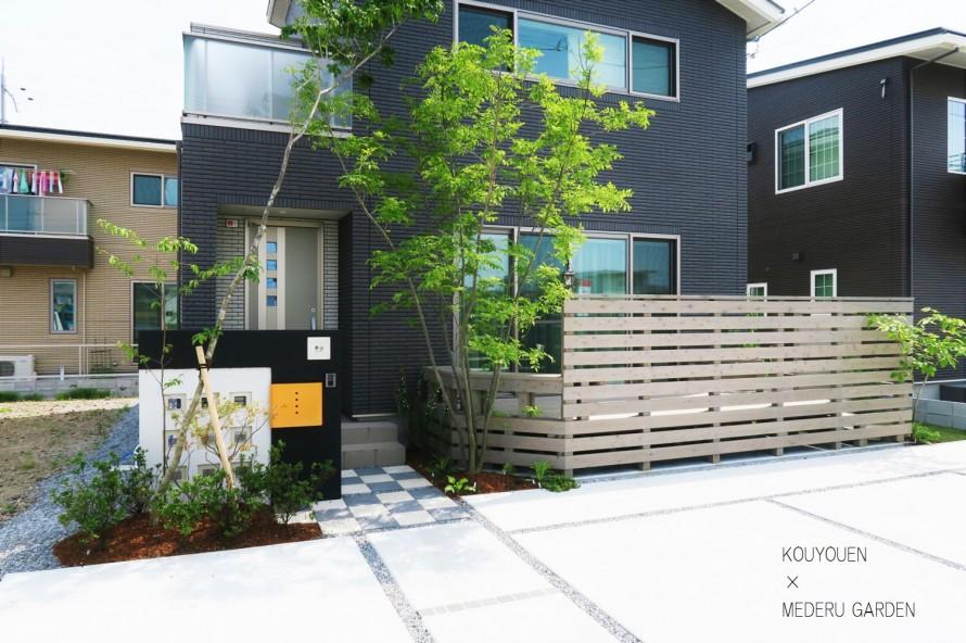 一条工務店新築外構 天然木フェンスとウッドデッキ