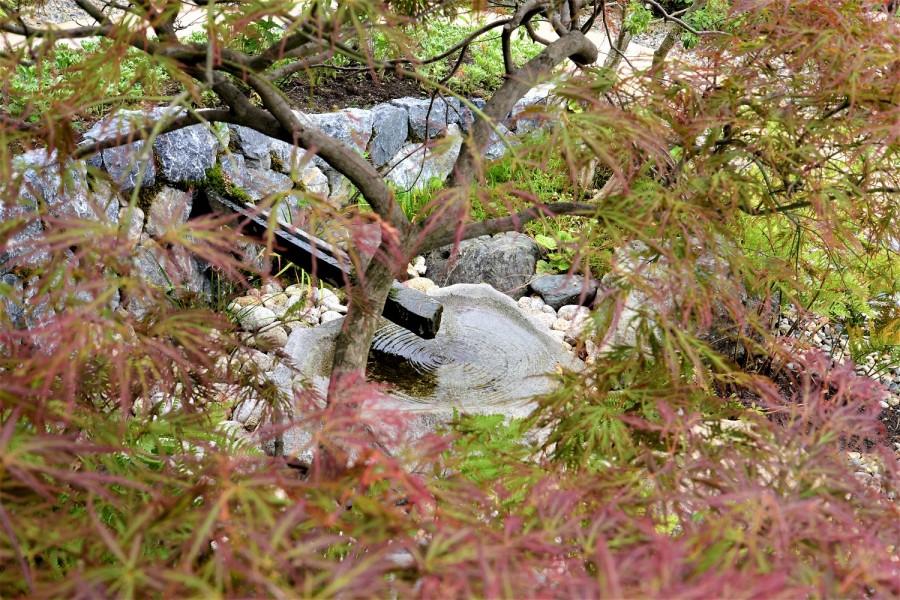 自然石で作ったつくばい