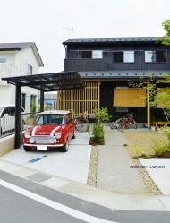 和モダン住宅 雑木と家庭菜園のある庭|守山市