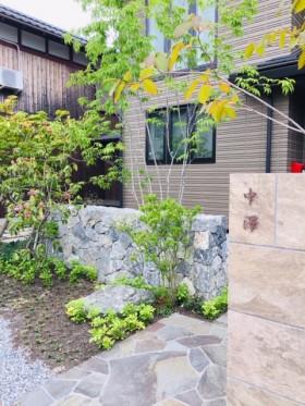 近江石のある庭
