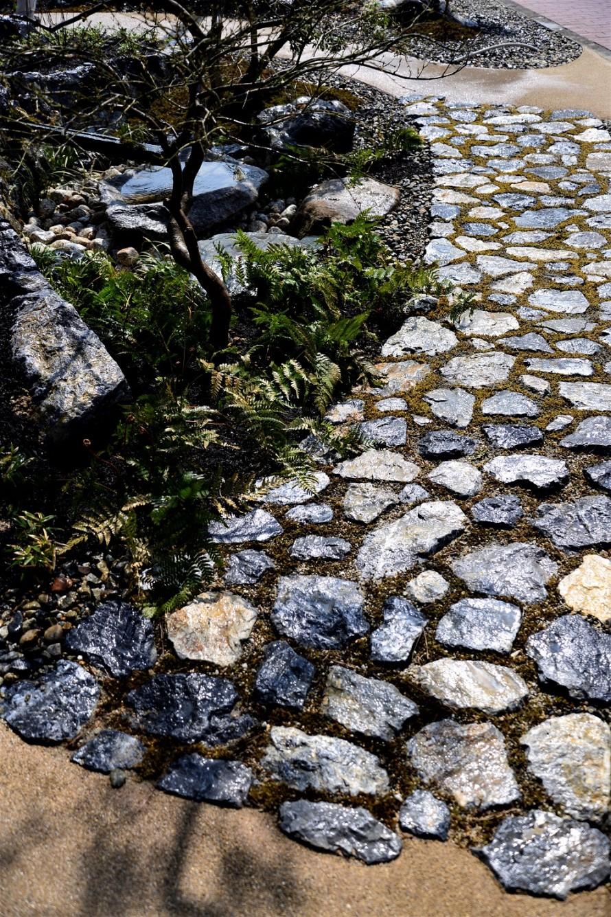 多賀鉱石の園路
